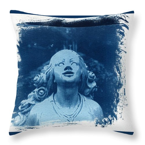 Head Throw Pillow featuring the photograph Looking Up by Jane Linders