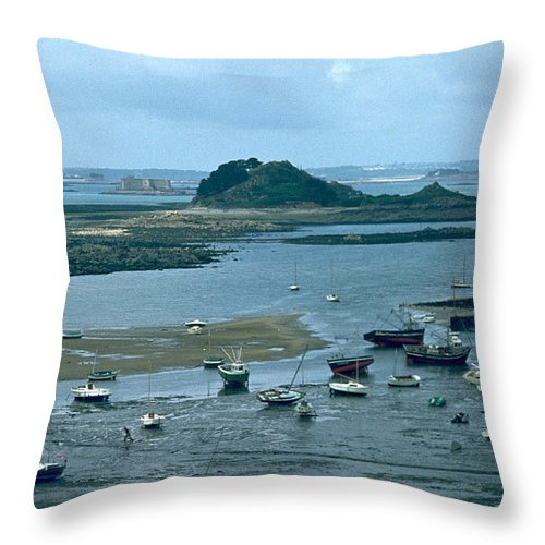 Low Tide Throw Pillow featuring the photograph Low Tide by Flavia Westerwelle
