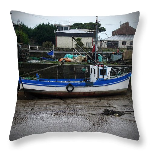 Boat Throw Pillow featuring the photograph Low Tide by Tim Nyberg