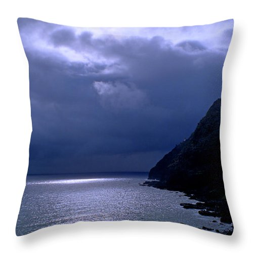 Makapuu Throw Pillow featuring the photograph Makapuu Moon by Kevin Smith