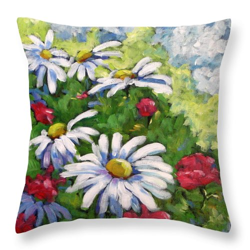 Daysy Throw Pillow featuring the painting Marguerites 002 by Richard T Pranke