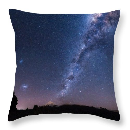Milky Way Throw Pillow featuring the photograph Maude Rd Galactic Core by Leith Robertson