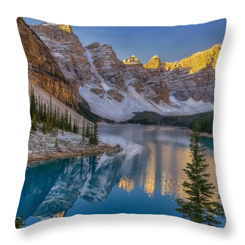 Lake Moraine Throw Pillow featuring the photograph Memorable Moraine by Philip Kuntz