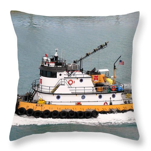 Tugboat Throw Pillow featuring the photograph Miami Tug by Margaret Bobb