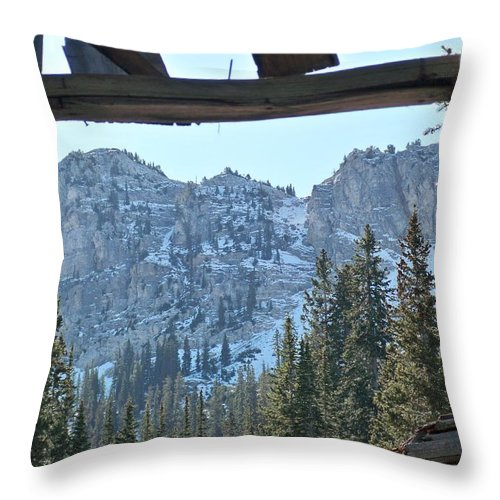 Mountain Throw Pillow featuring the photograph Miners Lost View by Michael Cuozzo