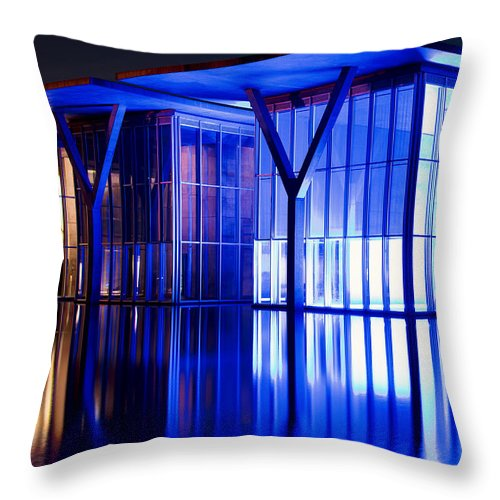 Modern Art Museum Of Fort Worth Reflection Throw Pillow for Sale by Rospotte Photography