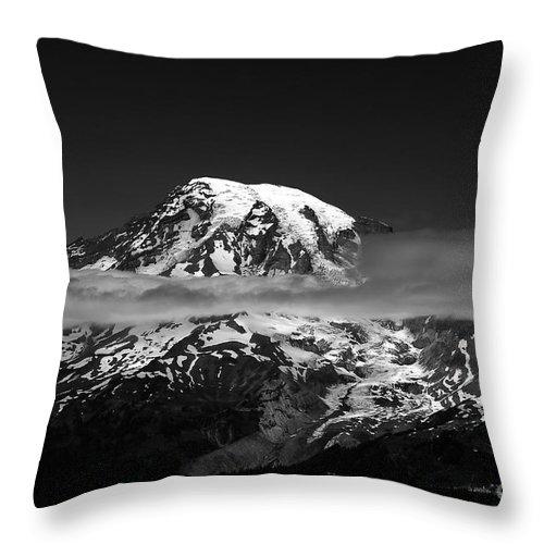 Mount Rainier Throw Pillow featuring the photograph Mount Rainier by David Lee Thompson