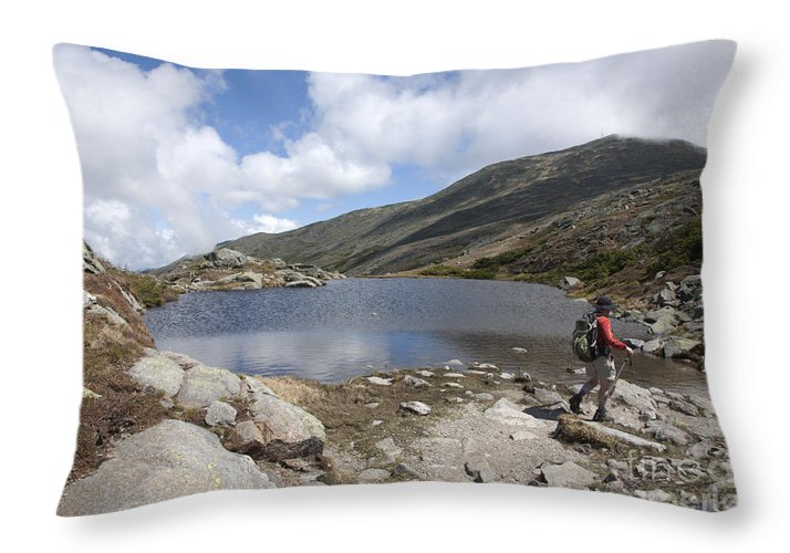 Lake Throw Pillow featuring the photograph Mount Washington - New Hampshire Usa Lakes Of The Clouds by Erin Paul Donovan