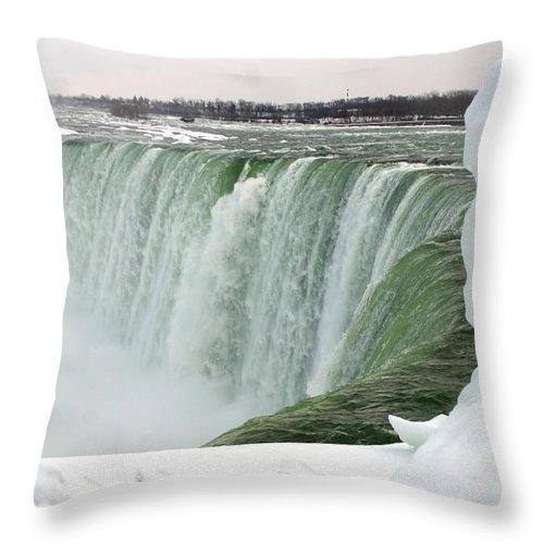 Niagara Falls Throw Pillow featuring the photograph Niagara Falls 2 by Anthony Jones