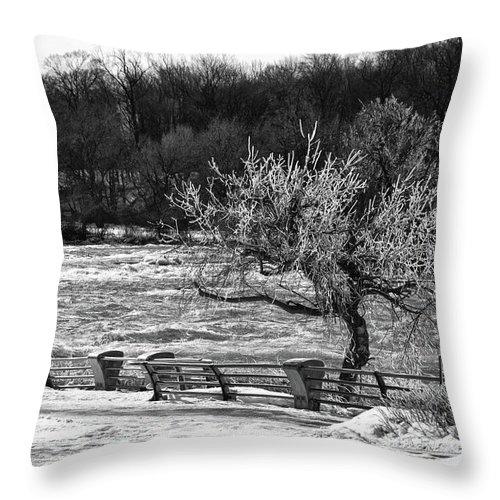Niagara Falls Throw Pillow featuring the photograph Niagara Falls Ice 4514 by Guy Whiteley