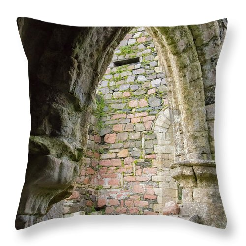 Isle Of Iona Throw Pillow featuring the photograph Nunnery Arch by Bob Phillips