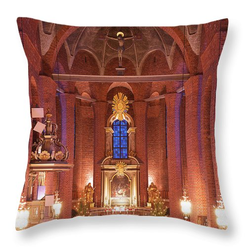 Church Throw Pillow featuring the photograph Oath by Naoki Takyo