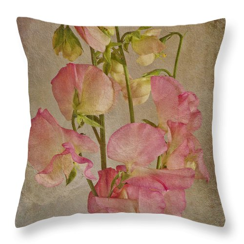 Pink Sweet Peas Throw Pillow featuring the photograph Oh The Fragrance by Sandra Foster