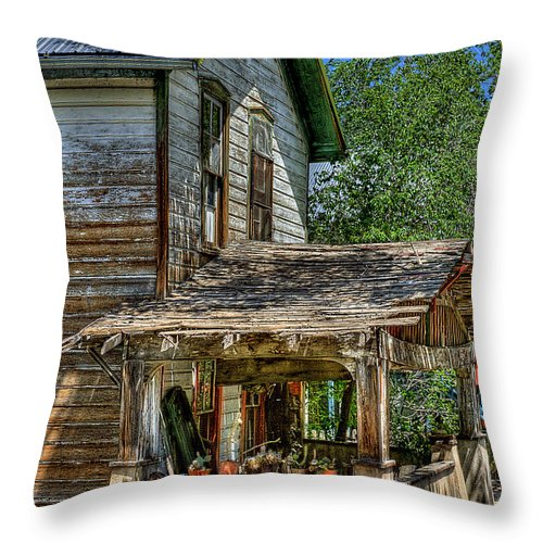 New Mexico Throw Pillow featuring the photograph Old House by David Patterson
