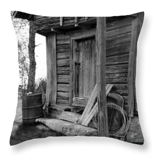 House Throw Pillow featuring the photograph Old Log House by Randall Thomas Stone