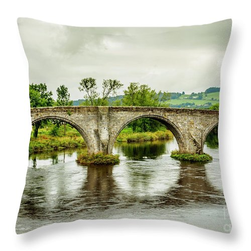 Stirling Throw Pillow featuring the photograph Old Stirling Bridge by Karol Kozlowski