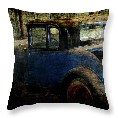 Old Cars Throw Pillow featuring the photograph Oldie by Ernie Echols