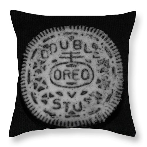 Oreo Throw Pillow featuring the photograph Oreo In Matte Finish by Rob Hans
