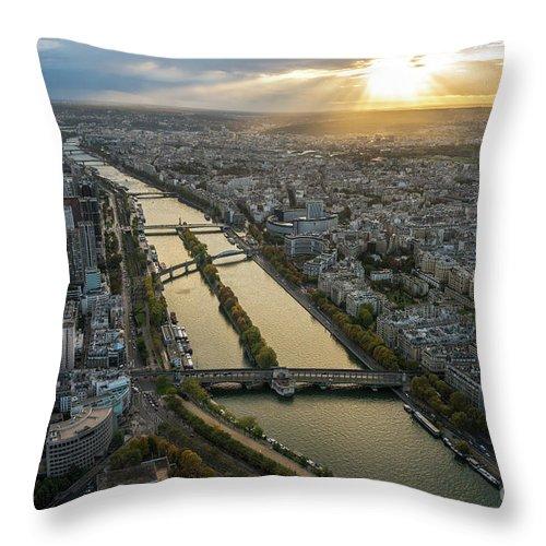 Paris Throw Pillow featuring the photograph Paris Sunrays Dusk Along The Seine by Mike Reid