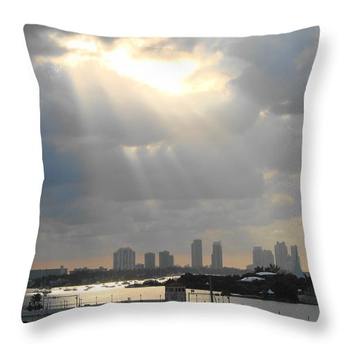 Miami Throw Pillow featuring the photograph Peaceful Rays Of Sunshine by Margaret Bobb