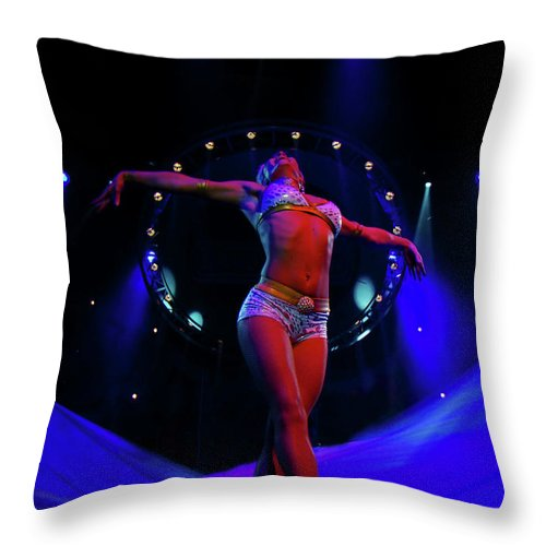 Al Bourassa Throw Pillow featuring the photograph Performer Extraordinaire by Al Bourassa