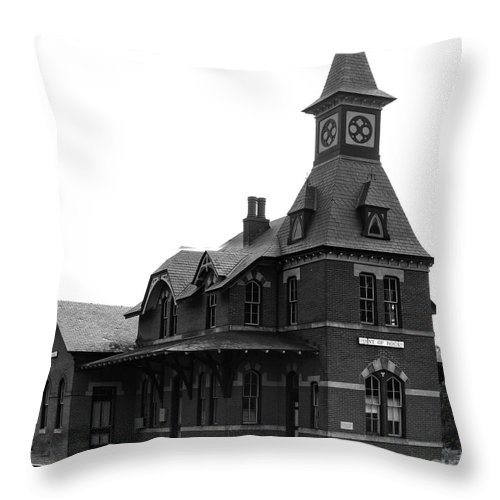 Train Throw Pillow featuring the photograph Point Of Rocks IIi by Thomas Marchessault