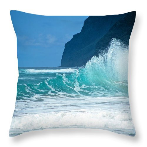 Polihale Beach Throw Pillow featuring the photograph Polihale Beach by Kevin Smith