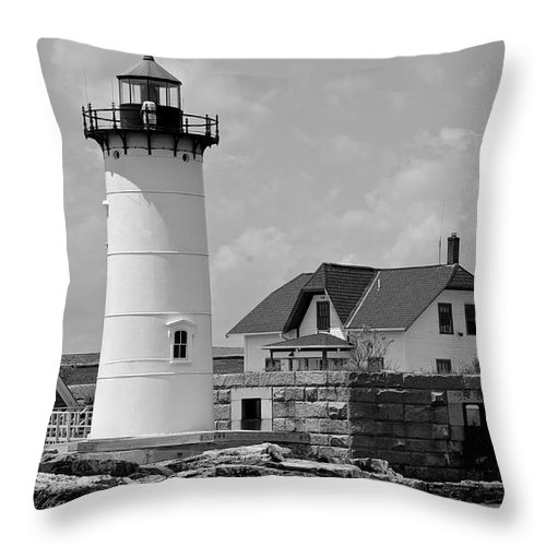Portsmouth Throw Pillow featuring the photograph Portsmouth Harbor Lighthouse by Cathy Fitzgerald