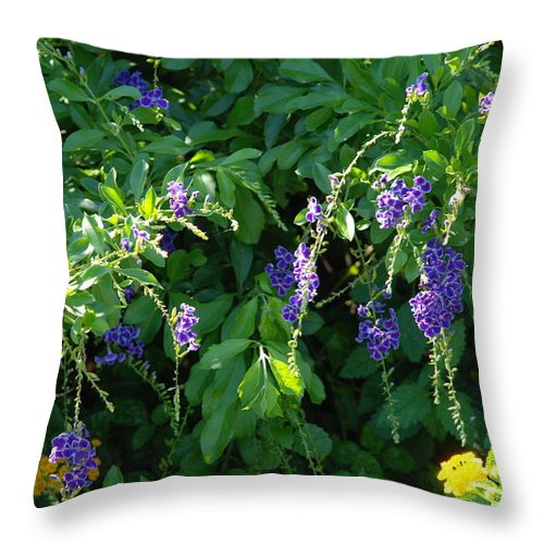 Floral Throw Pillow featuring the photograph Purple Hanging Flowers by Rob Hans