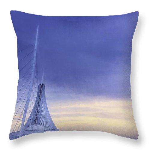 Milwaukee Art Museum Throw Pillow featuring the photograph Quadracci Pavilion Sunrise by Scott Norris