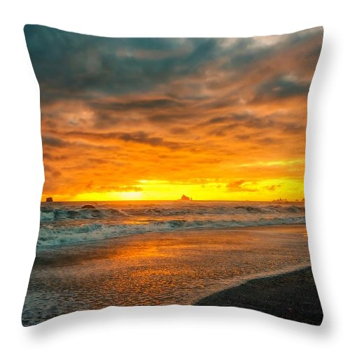 Sunset Throw Pillow featuring the photograph Radiant Rialto by Philip Kuntz