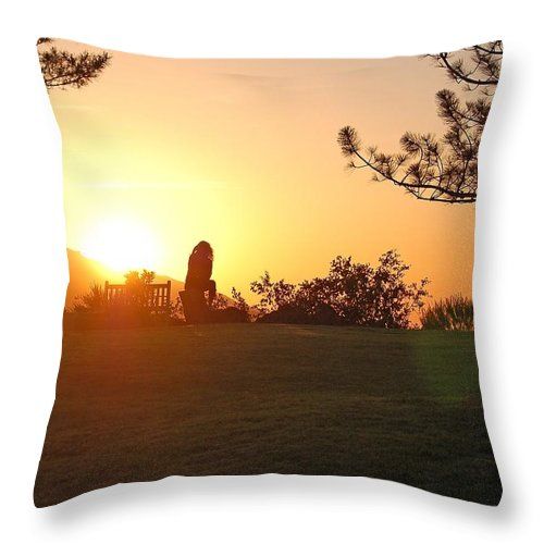 Linda Brody Throw Pillow featuring the photograph Reflection Time by Linda Brody