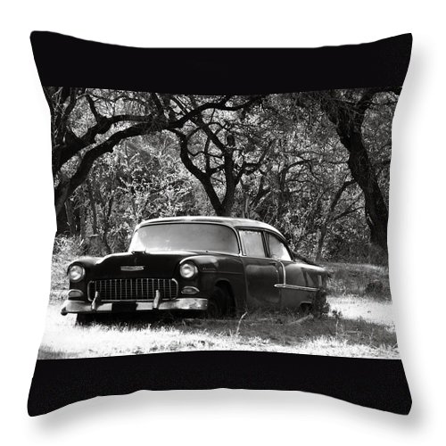 Americana Throw Pillow featuring the photograph Resting Amongst The Oaks by Marilyn Hunt