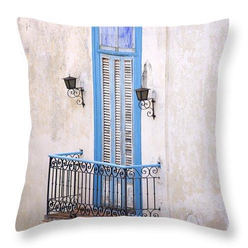 Urban Throw Pillow featuring the photograph Romeo Y Julieta Juliet by Pierre Logwin
