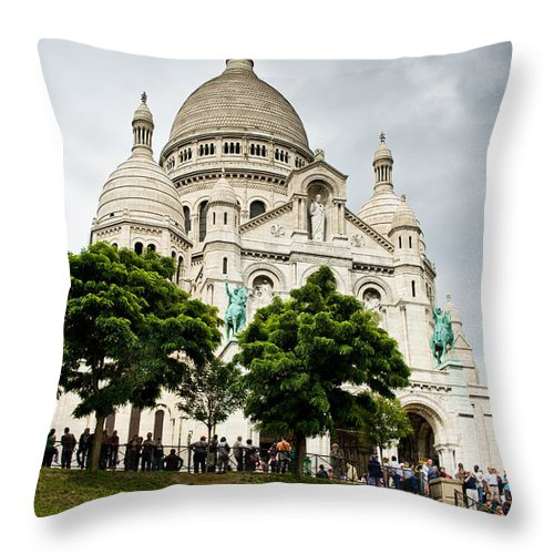 Tree Throw Pillow featuring the photograph Sacre Coeur by Nelson Mineiro