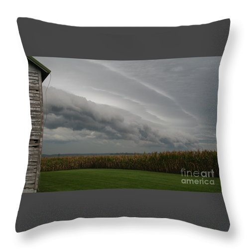Shelf Throw Pillow featuring the photograph Shelf Cloud 16 by Roger Look