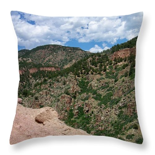 Shelf Road Throw Pillow featuring the photograph Shelf Road Drop Off by Anita Burgermeister