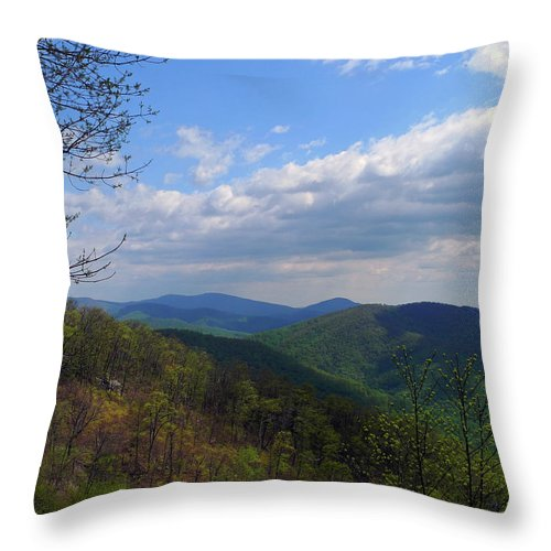 Beauty Throw Pillow featuring the photograph Shenandoah Skies by Lynda Lehmann