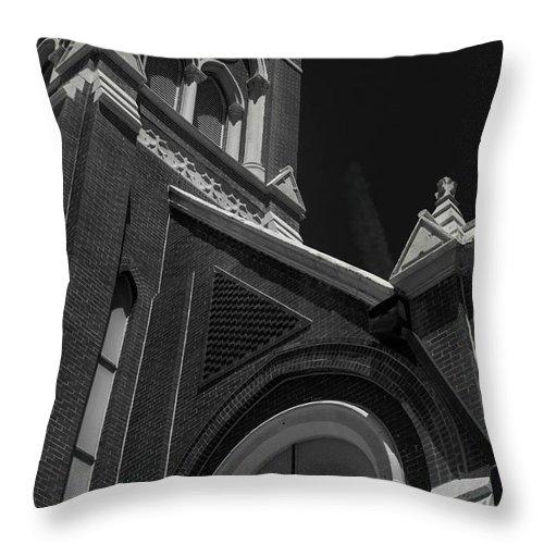 Monroe Louisiana Throw Pillow featuring the photograph Side Detail St. Matthew Roman Catholic Church- Monroe, La Bnw by Eugene Campbell