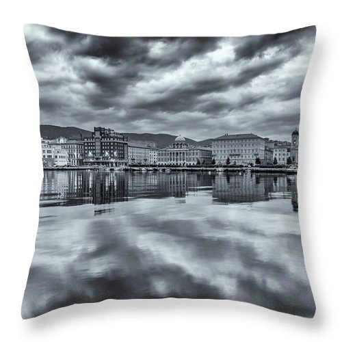 Cities Throw Pillow featuring the photograph Sky And Sea by Videophotoart Com
