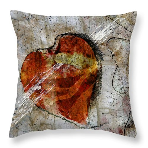 Love Throw Pillow featuring the photograph Smitten by Ed Hall