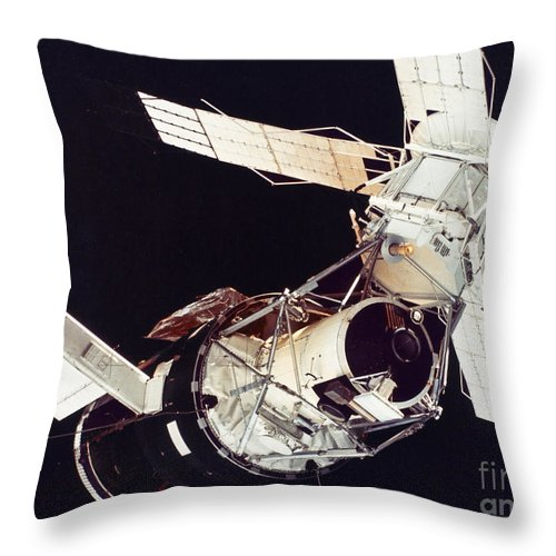 1973 Throw Pillow featuring the photograph Space: Skylab 3, 1973 by Granger