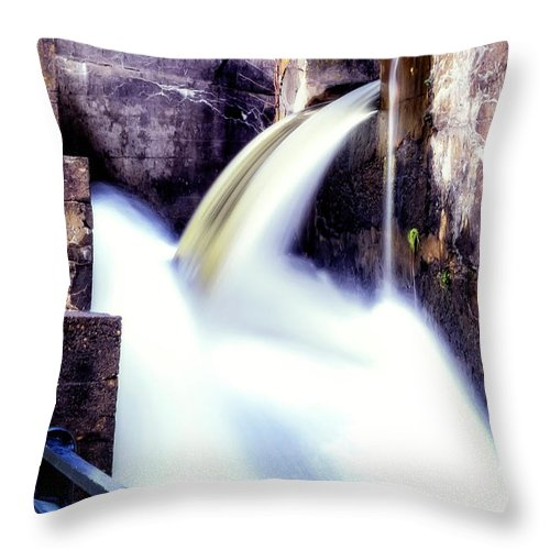 Delaware Throw Pillow featuring the photograph Spillway On The Canal by Michael Riha