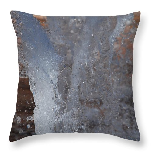 Water Throw Pillow featuring the photograph Splash by Rob Hans