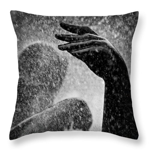 Fountain Throw Pillow featuring the photograph Spray by Dave Bowman