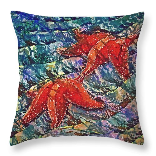 Stars Throw Pillow featuring the painting Starfish 2 by Sue Duda