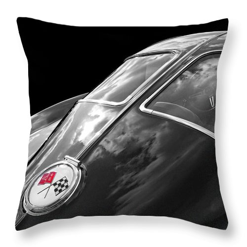 Corvette Stingray Throw Pillow featuring the photograph Stingray Split Window 1963 In Black And White by Gill Billington