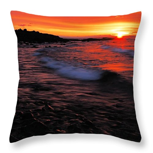 Split Rock Lighthouse State Park Throw Pillow featuring the photograph Superior Sunrise 2 by Larry Ricker