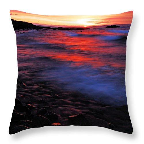 Split Rock Lighthouse State Park Throw Pillow featuring the photograph Superior Sunrise by Larry Ricker