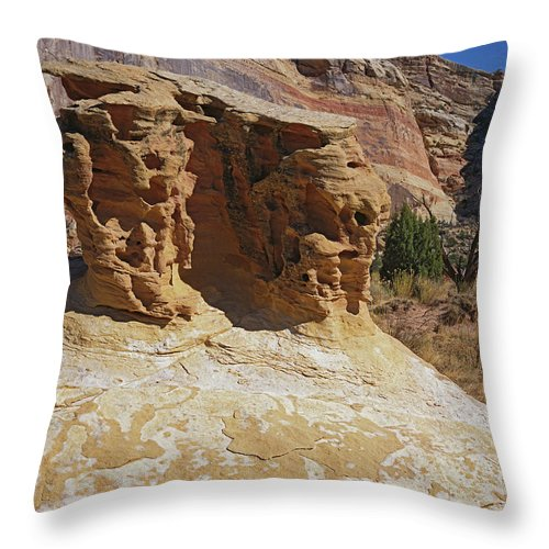 San Rafael Swell Throw Pillow featuring the photograph Table Rock by Tom Daniel